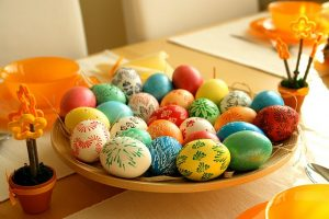 Painting eggs using wax