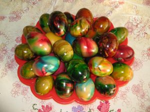 Painting eggs with added oil