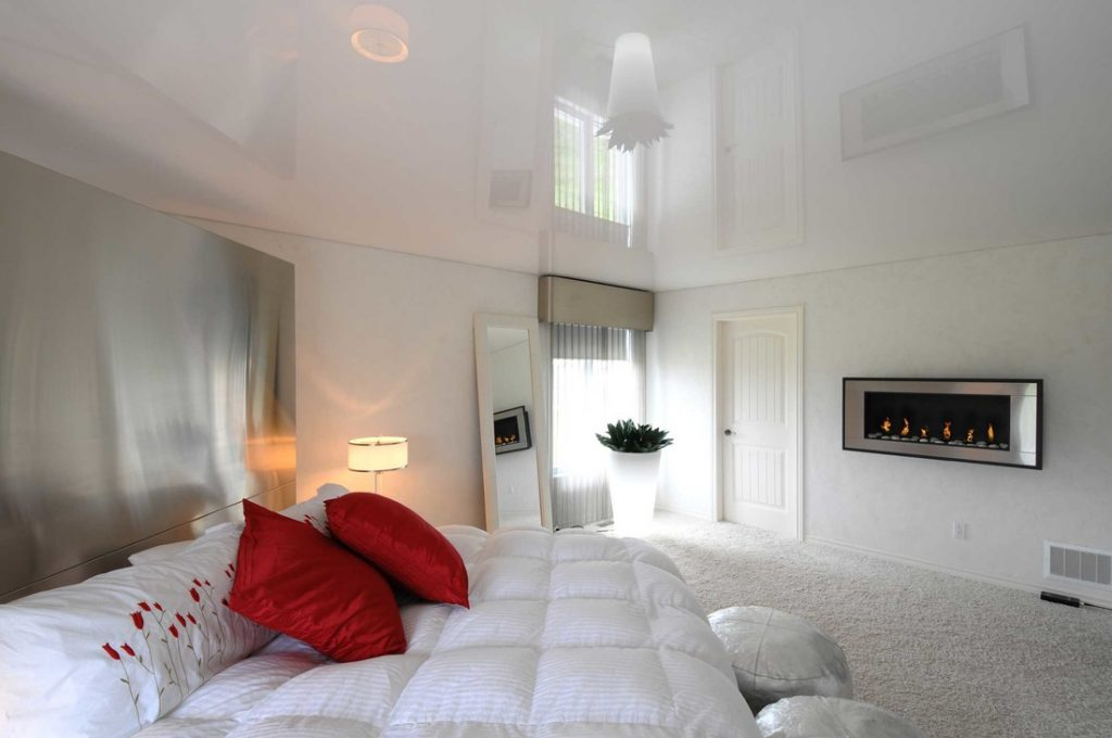 Nice interior with fireplace